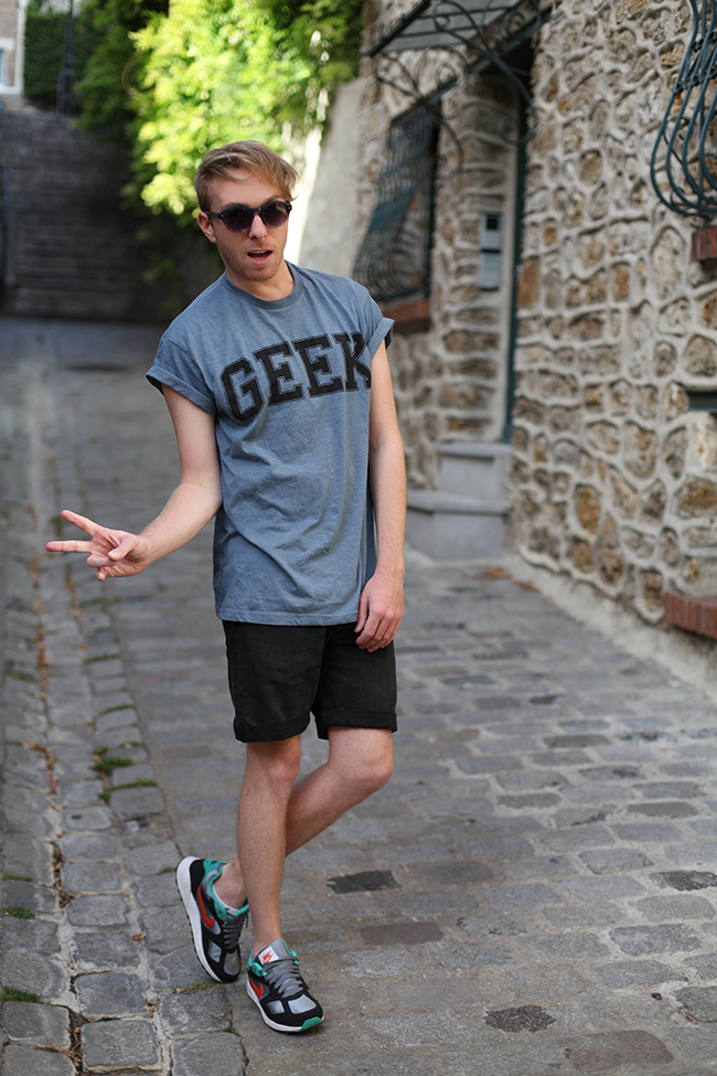 t-shirt-geek-blog-mode-homme-mec-streetstyle-paris-montmartre-french-fashion-blogger-short-black-noir-levis-lunettes-mister-spex-julien-van-der-drisch